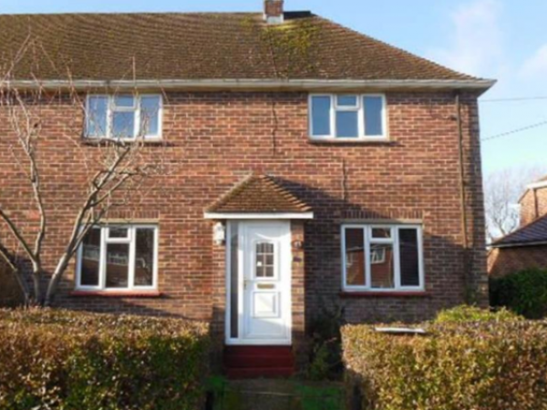 Quick sale of a semi-detached house and a cash advance